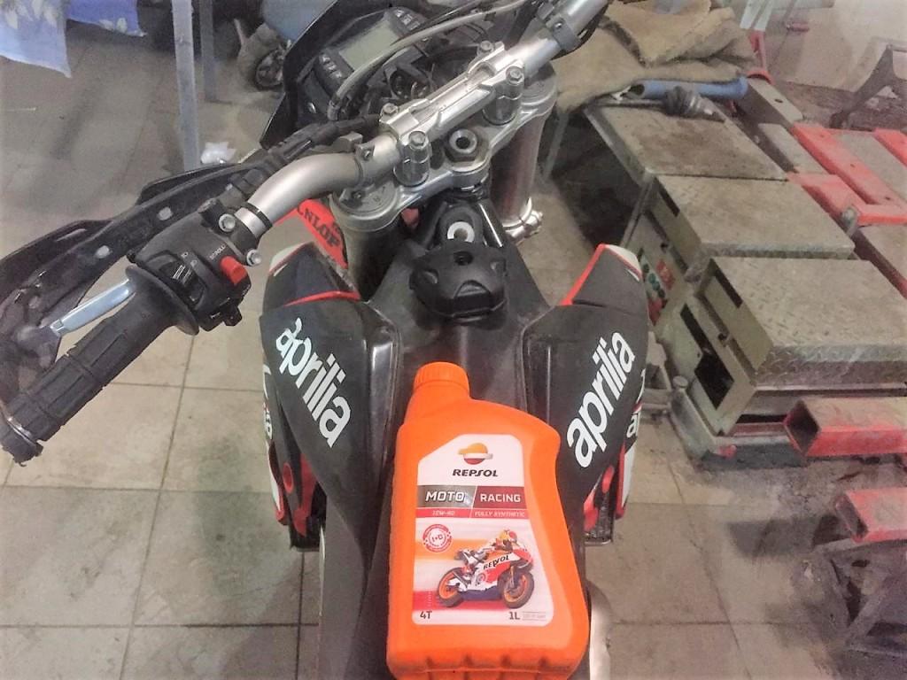 Моторное масло Repsol Moto Racing 4T 10W60 для Aprilia
