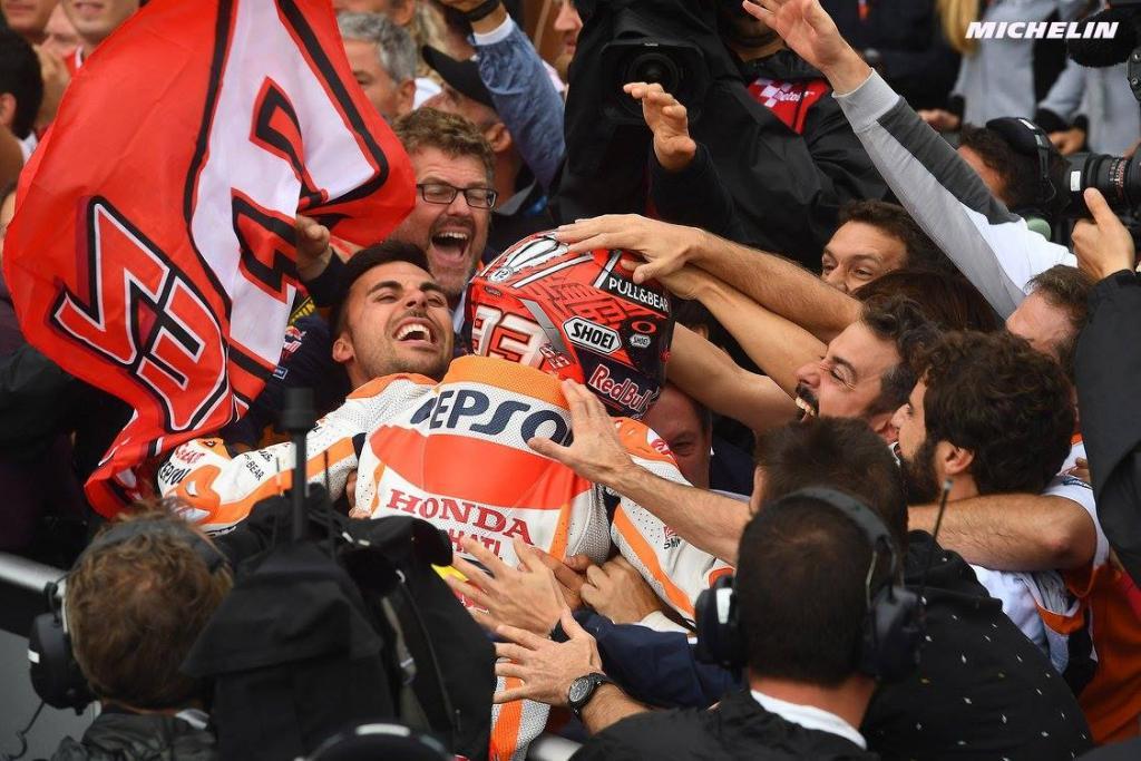 Repsol Honda MotoGP Marc Marquez Чемпионат Championship Марк Маркес Дани Педроса